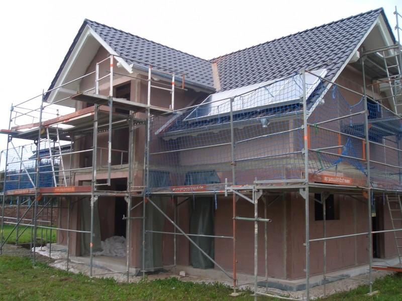 Fenster Bad Pyrmont : Die Dachüberstände erstrahlen nun in einem hellen weißen Farbton